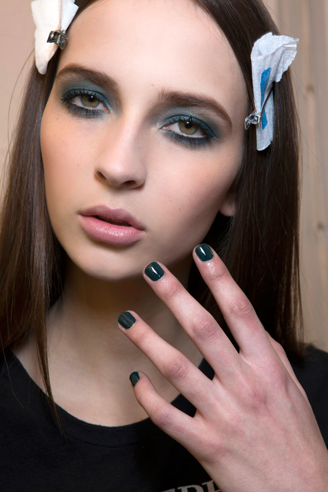 Elie Saab bbt F14 018 - 10 St. Patrick's Day Makeup Looks That Aren't Cheesy