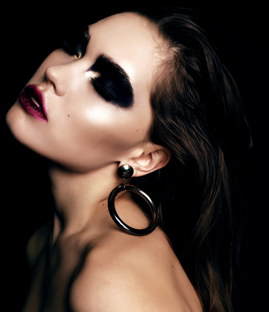 Depositphotos 88812498 l 2015 881x1024 - Steps on Editing a Professional Makeup Portfolio