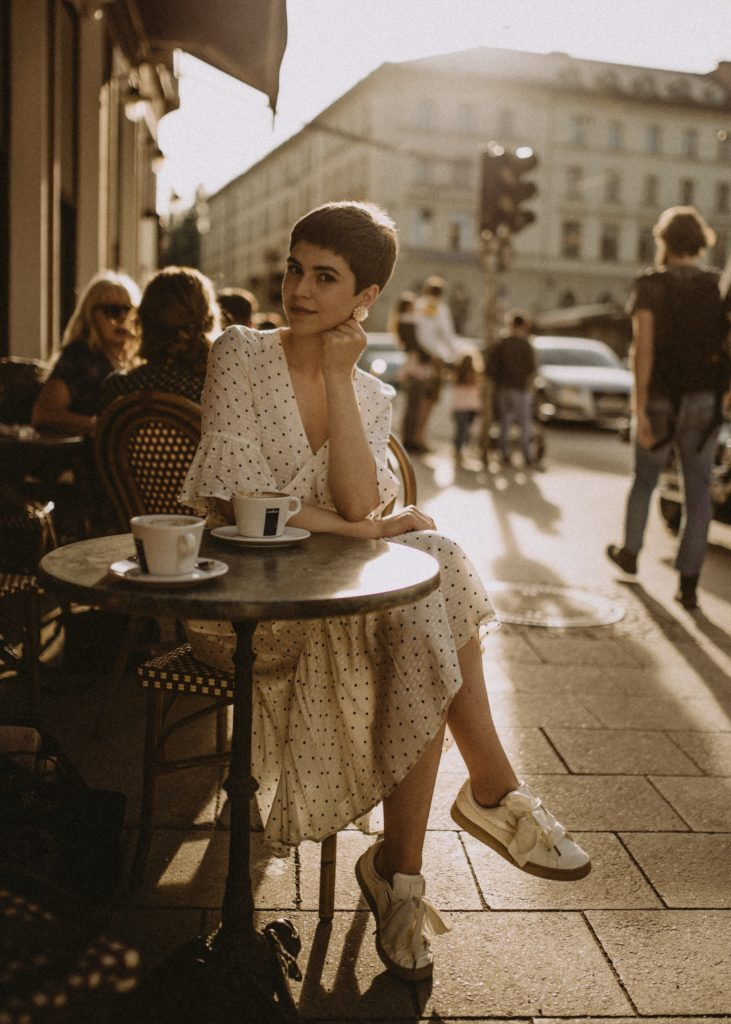 kinga cichewicz 3McEVKL4 bg unsplash 731x1024 - The Parisian Woman: Le French Chic Lifestyle Guide