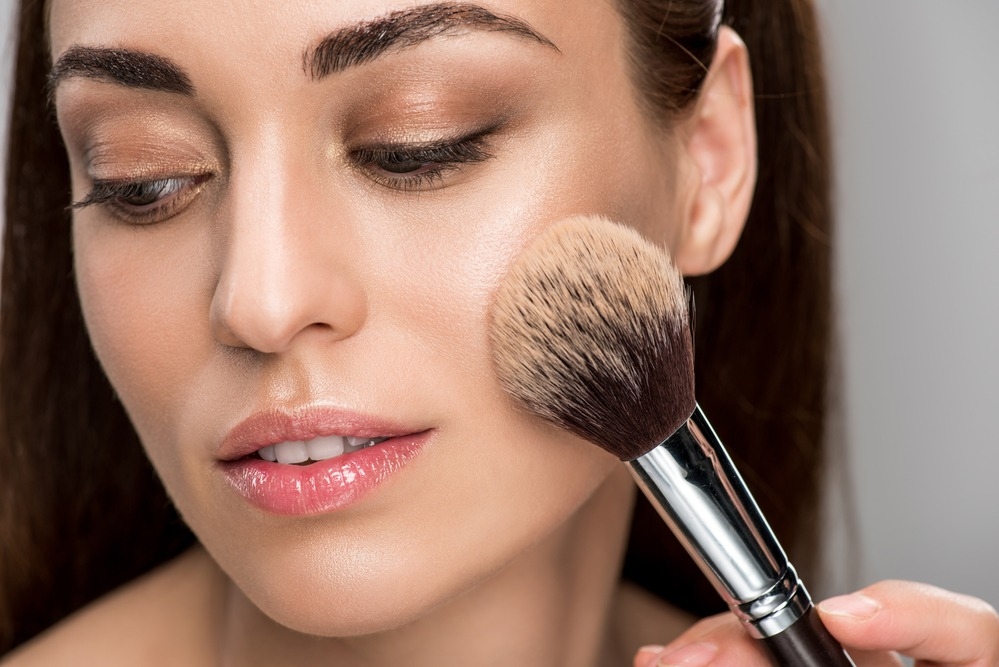 applying loose powder - The Key to Long-Lasting Makeup