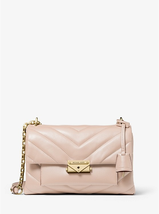 30T9G0EL8L 1663 1 - 10 Things Every Fashionable Woman Should Have