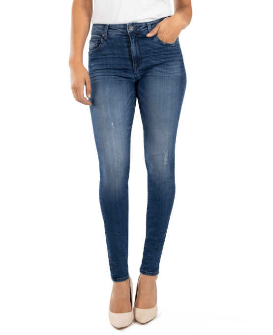 SkinnyJeans - 10 Things Every Fashionable Woman Should Have