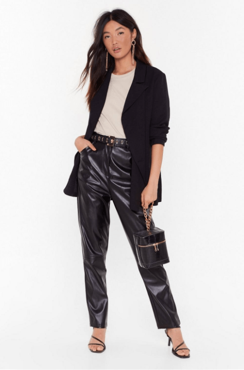Black4 - 10 Things Every Fashionable Woman Should Have