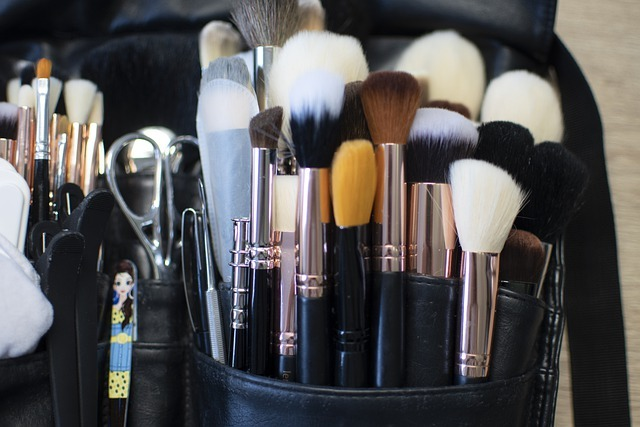 brush 4878910 640 - Everything a Makeup Artist Needs to Fill Their Kit and Start Working with Clients
