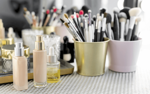 rsz 3889414 1 - Everything a Makeup Artist Needs to Fill Their Kit and Start Working with Clients