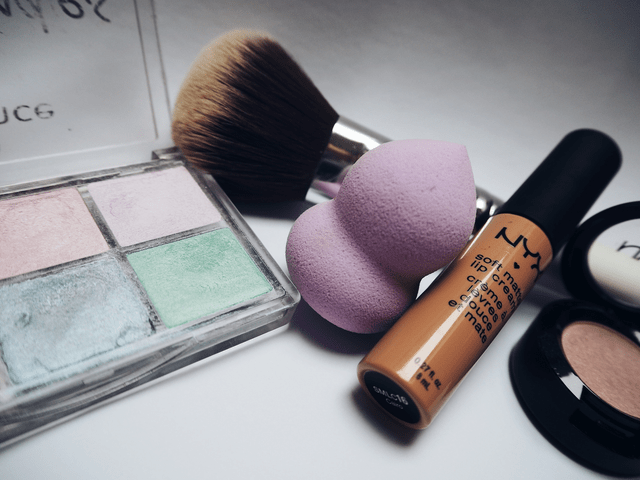 rsz pexels beata dudová 234220 1 - Everything a Makeup Artist Needs to Fill Their Kit and Start Working with Clients