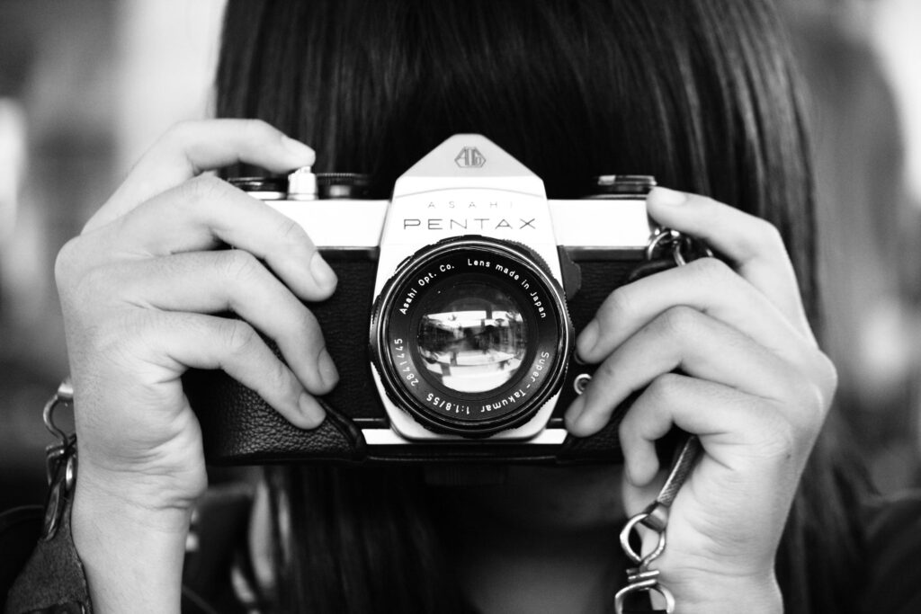 pexels photo 707018 1024x683 - What is the best camera for a budding photographer - parameters and devices